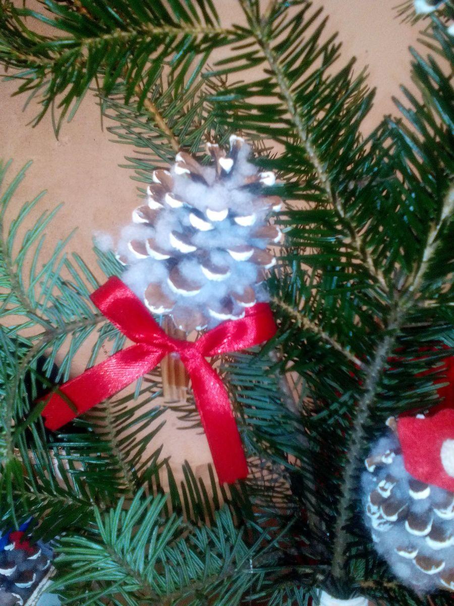 2e775ad9e Šiška na vianočnom stromčeku